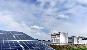 Virtual Power Plants: Balancing the Grid with Solar and Batteries