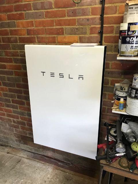 High Wycombe - Tesla Powerwall 2 (13.5 kWh) (Nov '17)